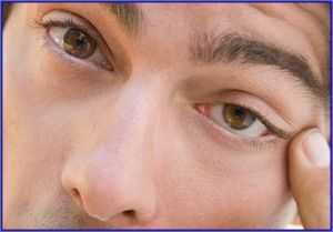 Оказание первой помощи при ожоге лица и глаз при попадании человека под электрическую дугу